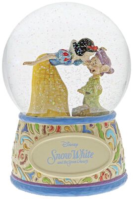 Snow White and Dopey - Snow Globe